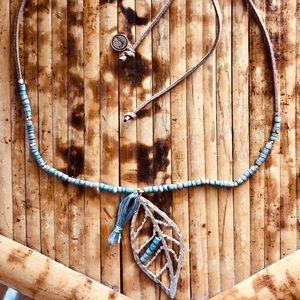 Jewelry - Boho leaf pendent